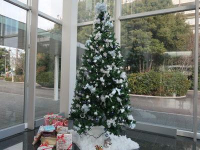 エントランスに飾られているクリスマスツリー